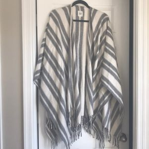 Gap grey and white poncho sweater